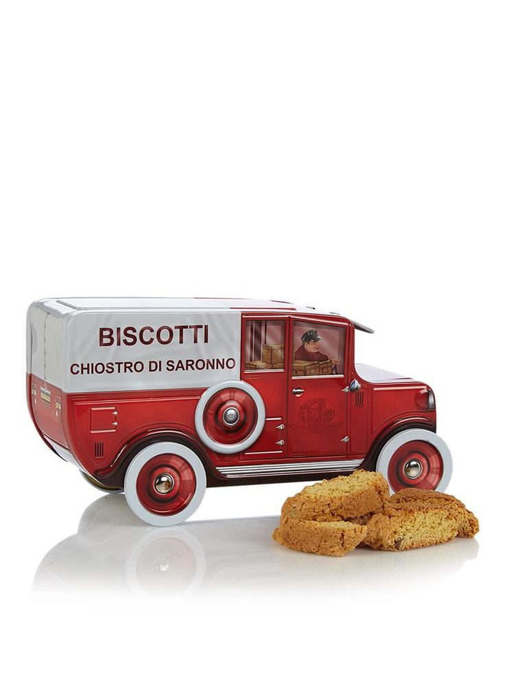 Amaretti Chiostro di Saronno koekjes van Lazzaroni. Geniet van een heerlijke Italiaanse traditie. De koekjes gaan zeer goed samen met een elegante dessertwijn, of verkruimeld in een fruitsalade of ijs. Wordt geleverd in een decoratief blik in de vorm van een retro brandweerauto.