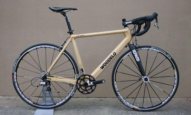 Lassé de l'aluminium ? Trop cher carbone ? Et même l'acier n'est pas assez exotique pour vous… alors passez au bois ! Woodelo propose ainsi deux modèles de vélos réalisés en frêne biosourcé : le Leaf Speed, dédié à la route, et le Special Branch prévu pour la piste. Deux bicyclettes provenant d'Irlande où a …