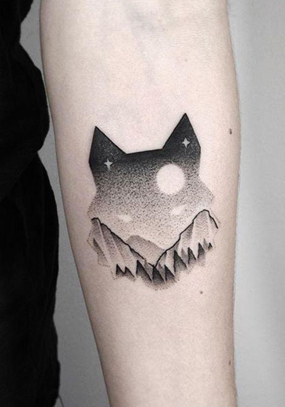 Tatuagem de lobo minimalista pontilhado | Tatuajes de arte corporal, Tatuajes del cielo, Patrones de tatuajes