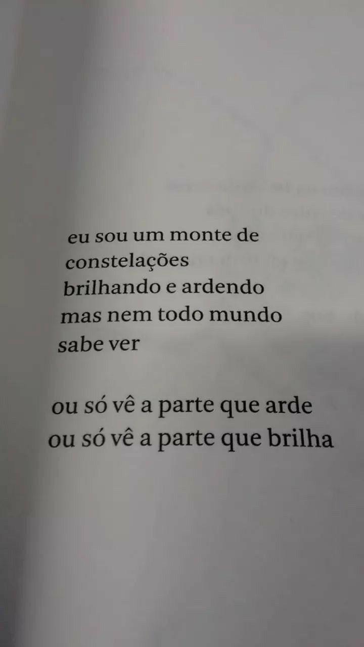 """Ryane Leão, autora do livro """"Tudo nela brilha e queima"""" e"""