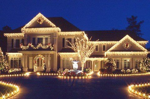 Gorgeous Christmas house! This is how I want to decorate.
