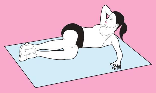 Abdominal lateral  Deitada do lado esquerdo, mantenha a mão direita estendida à frente do corpo, tocando o chão (esse será seu ponto de apoio durante o exercício). O ombro direito e as costas não encostam no solo. Eleve as pernas e, com os joelhos flexionados, leve-as em direção ao peito. Volte à posição inicial e repita do outro lado.  Quanto fazer: duas séries de oito repetições com 30 segundos de descanso entre elas.