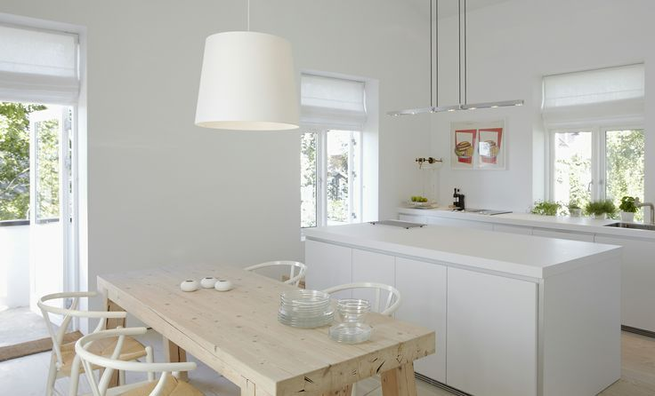 This bulthaup b1 project is proof that simple is beautiful. Carl Hansen & Son's Wishbone chairs are the perfect accent.