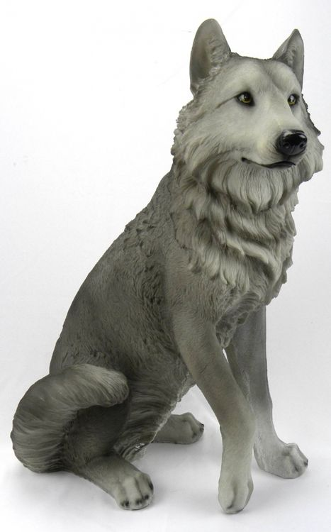 Bring your home or cabin to life with this stunning Dakota Wolf statue. You will be astonished by the incredible detail captured from the paws to the powerful jaws of this magnificent creature. The sc