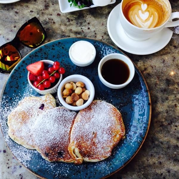 Blueberry & Macadamia nut pancakes with Helena by Linda