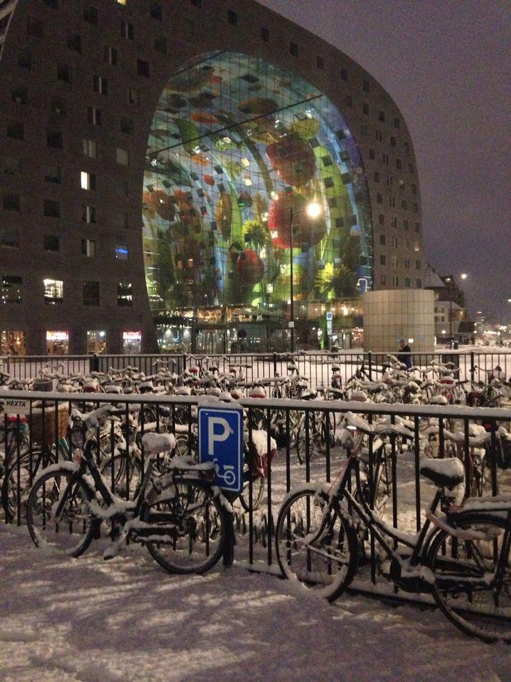 Markthal in de sneeuw