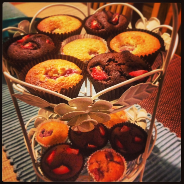 Raspberry & almond cupcakes and chocolate and raspberry cupcakes!!