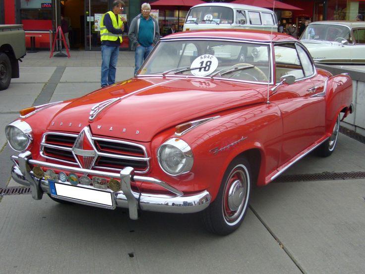 Borgward Isabella Coupe. 1957 - 1961. Die 1954 erschienen  Isabella  war bis Ende 1956 als Coupe nur mit einer Karosserie von Deutsch/Köln lieferbar. Ab 1957 gab es auch ein werksseitiges Coupe. Das Coupe war immer mit dem stärkeren Motor der Isabella TS ausgerüstet. Dieser 4-Zylinderreihenmotor leistet 75 PS aus 1493 cm³ Hubraum. Oldtimertreffen  Sterkrader Tor  am 30.08.2014.