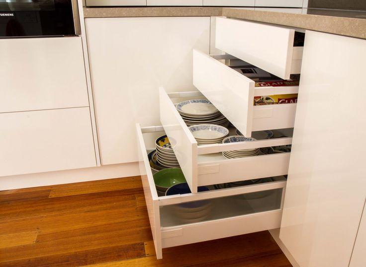 4 drawer bank. Plate drawers. Blum drawers. www.thekitchendesigncentre.com.au