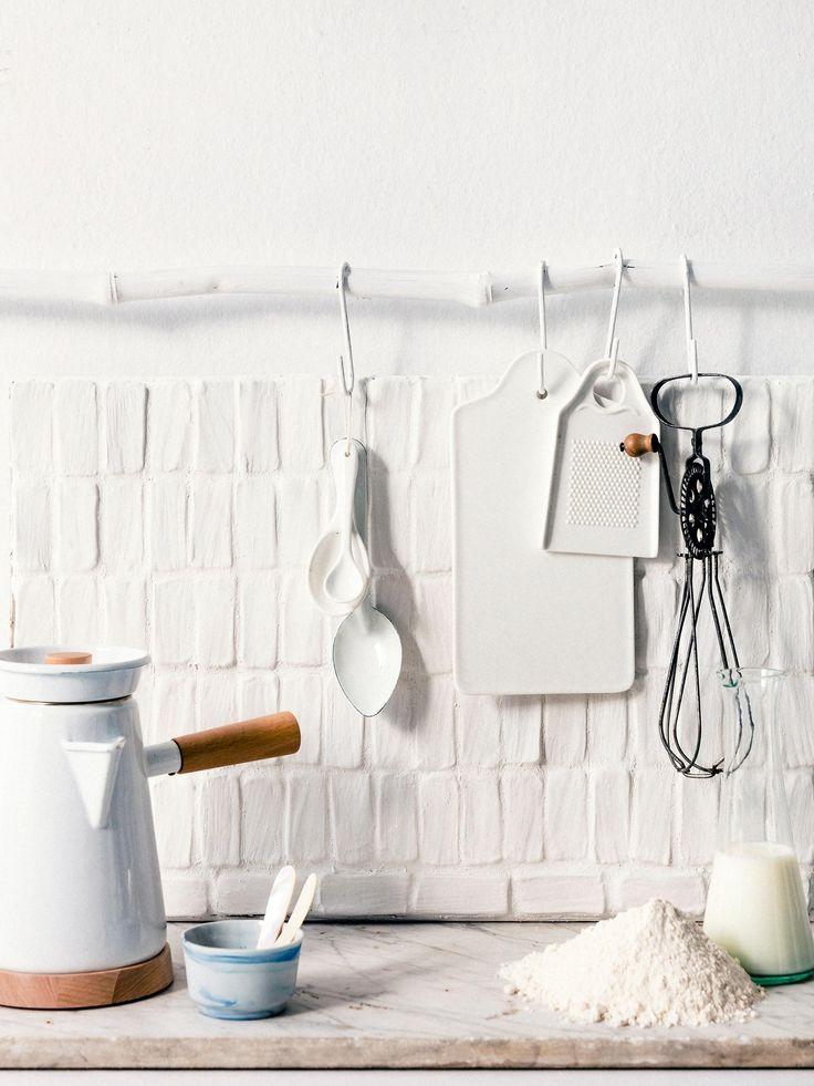 DIY tiles made of clay | tegeltjes van klei | Styling liza wassenaar, leonie mooren | Photography ernie enkelaar | vtwonen 04-2016