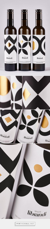 Tenute Librandi olive oil label designed by nju:comunicazione (Italy) - http://www.packagingoftheworld.com/2016/02/tenute-librandi.html