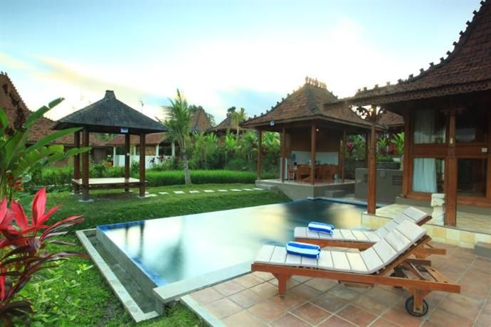 OopsnewsHotels - Ubud Heaven Villas Bali. Ubud Heaven Villas Bali provides 4-star accommodation in Ubud. Only a short walk from the Blanco Renaissance Museum, it offers rustic rooms equipped with an in-room dining area, a refrigerator and a private bathroom.   There are a variety of amenities at the hotel on offer to guests, including laundry service, coffee bar and a day spa. In addition, the multilingual staff are on hand to offer local tips and knowledge.