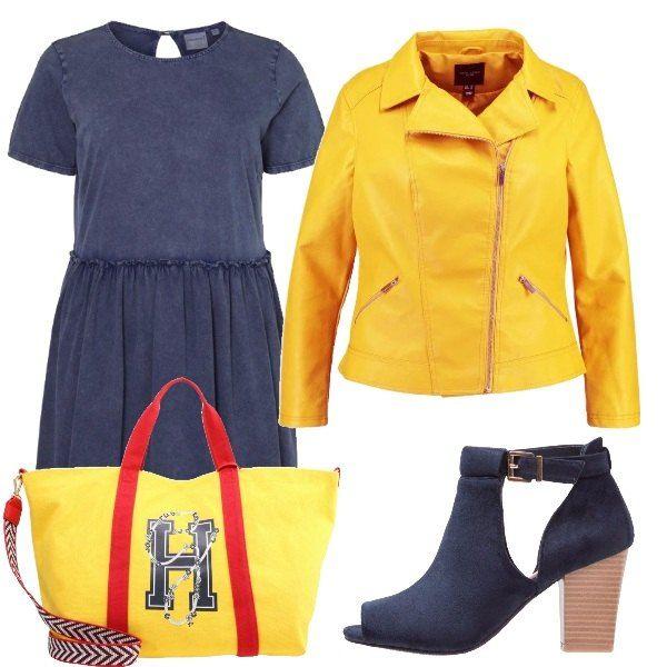 Outfit composto da vestito di jeans con gonna ampia, chiodo in similpelle gialla, stivaletti blu con tacco grosso e shopping bag con logo e particolari rossi.