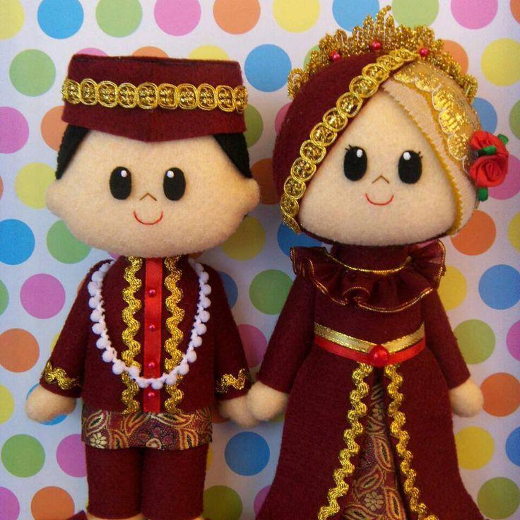 Indonesian bride and groom. Felt Doll. Moslem wedding