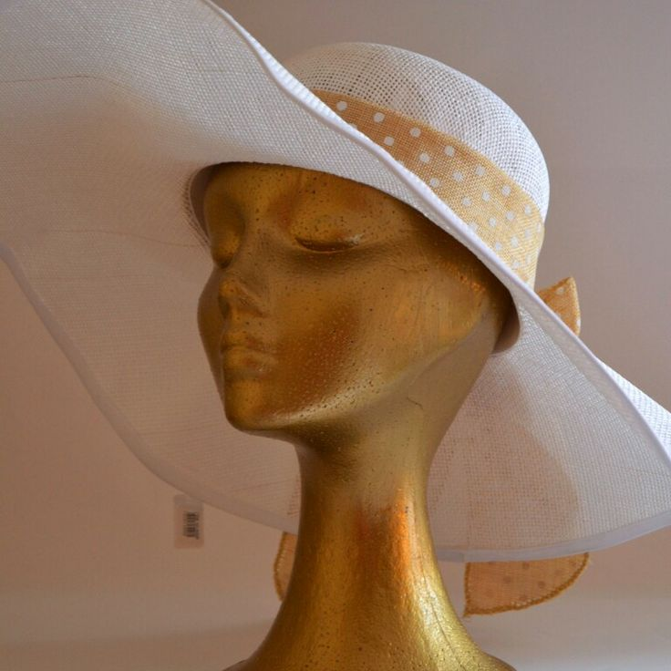 Pamela blanca con lazo tostado con lunares blancos elegante,con estilo y llena de glamour!!!