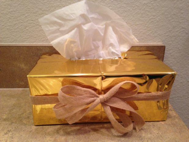 TUTORIAL: Como decorar una caja de Kleenex en 5 minutos - El Club de las Diosas #ad #HolidaysconFamilia