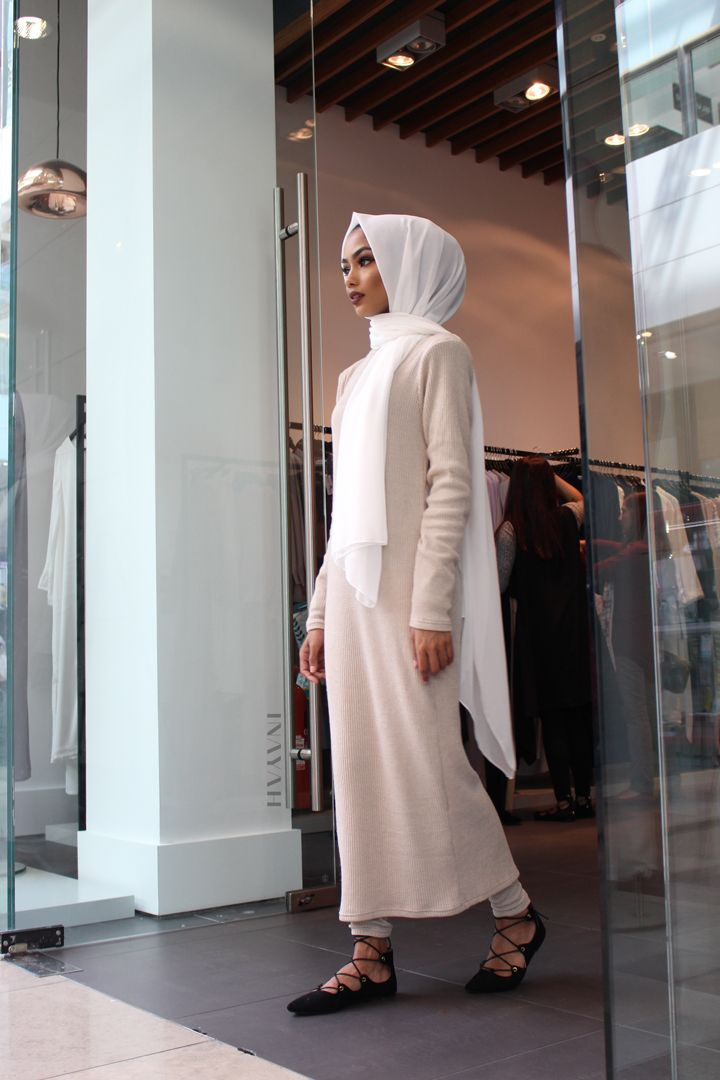INAYAH | #Repost #Throwback to our #Westfield Pop Up Shop! Our HQ Sale at our London Everyday Wear Showroom @inayahshowroom is running on its last few weeks. Make an appointment now to make the most of our huge sale! Stone #Rib #Maxi with Leggings - also available in Black + White #Soft #Crepe #Hijab - www.inayah.co