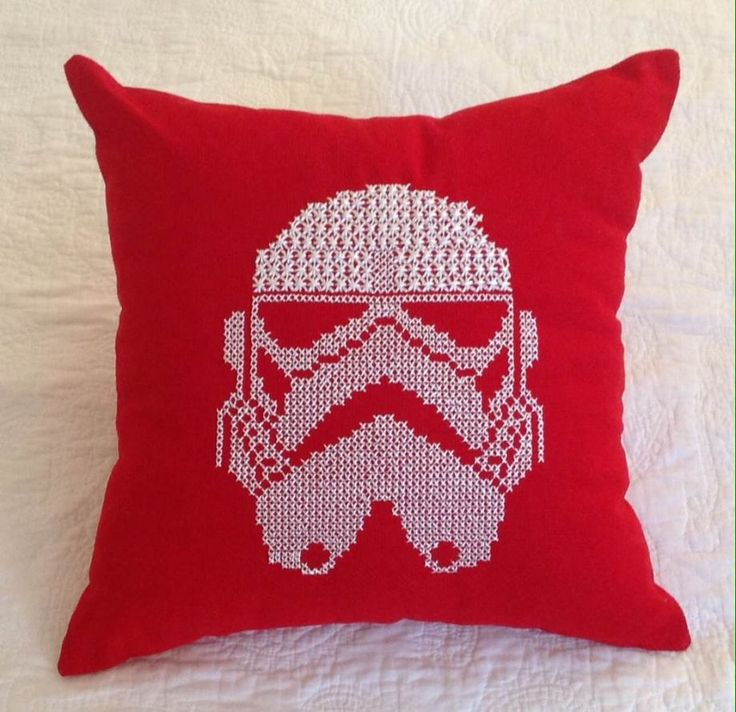 Stormtrooper Kanaviçe Kırmızı Yastık Zet.com'da 85 TL #stormtrooper #red #handmade #love #red #pillow #home #decor #embroidery #rocknroll