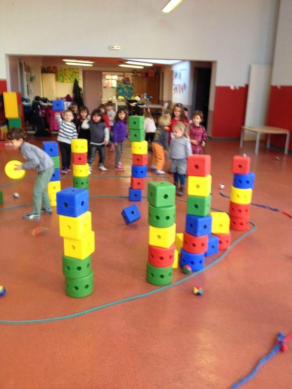 LANCER : L'attaque du château (démolir les tours)