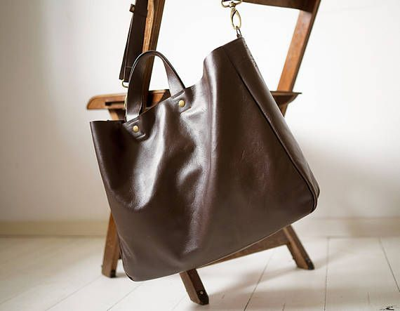 A large minimal bag on shoulder and hand. Made of dark brown, genuine high quality leather. Inside without lining. Dimensions: Height 32 cm (12,6 ), width 38 cm (15), depth about 11 cm (4,3), strap detach, length approximately of 130 cm (51). Fits A4 and more. Close with two magnetic snaps, detal accessories in the color of old gold. For these bag, please expect 1 week for your item to be made and prepared for shipment!  Standard delivery time:  European union: 4 - 10 days  Europe (not EU)…