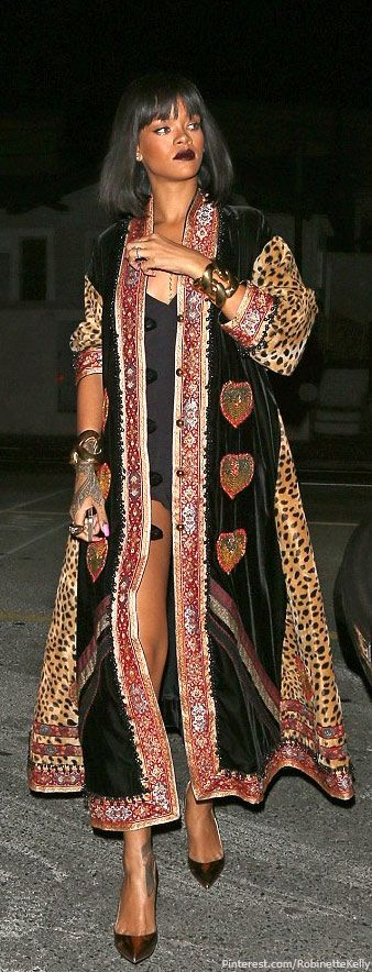 Bohemian Style| Boho Chic Styling| Street Style | Rihanna, Vintage Moschino coat Love the collar