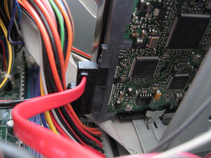 TYÖKOKEMUS: Toimin IT-Gatewayn asiakkaan Novosys Oy:n migraatioprojektissa 25.11.2002 - 4.4.2003, joka toteutettiin suomalaiselle kansainväliselle telealan yhtiölle. Pääasiallisia työtehtäviä olivat käyttöjärjestelmä-, ohjelmisto- ja laitteistoasennukset sekä niihin liittyvät asiakaspalvelutehtävät.