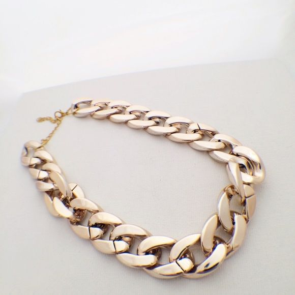 """Rose Gold Chunky Chain Necklace Super fun, chunky chain necklace, in the stylish rose gold. Add to your favorite outfit for a night out and you're ready to go! NWOT. 15-21"""" Accessories"""