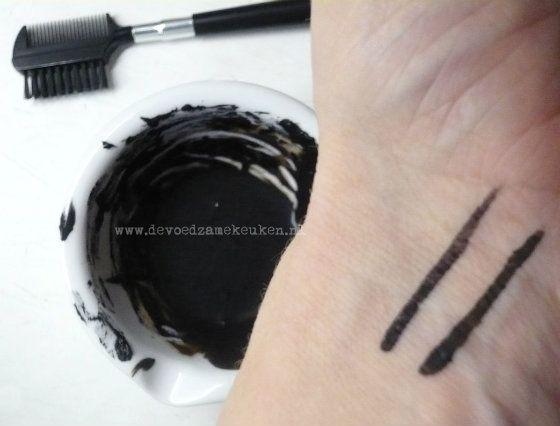 Mascara & Eyeliner zelf maken! {Gifvrije Vrijdag} | De Voedzame Keuken: van Vulling naar Voeding