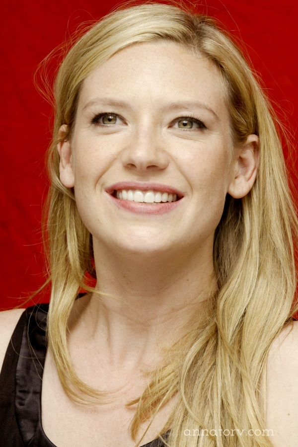 Anna Torv. It should be illegal to look like this. Gorgeous woman.