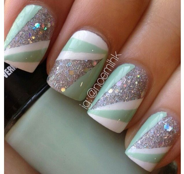 Super cool colors. I love the sparkles with that aqua color. It's so pretty:)