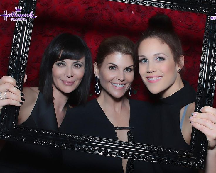 Catherine Bell sur Instagram: Got to play with these lovelies last night at #TCA16 #hallmarkchannel #GoodWitch #WhenCallsTheHeart @loriloughlin @erinkrakow ❤️❤️❤️❤️❤️❤️❤️❤️❤️