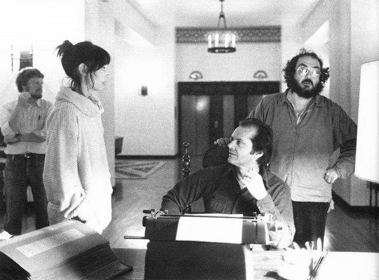Il regista Stanley Kubrick, Jack Nicholson e Shelley Duvall sul set di Shining