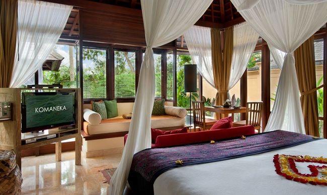 Salah satu resor mewah di Ubud ini menawarkan vila-vila berdesain cantik yang dilengkapi dengan kolam renang pribadi dan balkon untuk menikmati pemandangan alam Ubud yang spektakuler. Hamparan sawah dan bukit hijau membentengi Komaneka at Tanggayuda dari hiruk pikuk keramaian kota. Nikmati keromantisan Komaneka Resort sekarang juga -> http://www.voucherhotel.com/indonesia/gianyar-bali/187081-komaneka-resort/