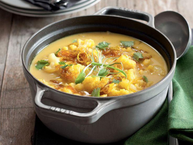 Avec les lectrices reporter de Femme Actuelle, découvrez les recettes de cuisine des internautes : Soupe de chou-fleur au curry et oignons