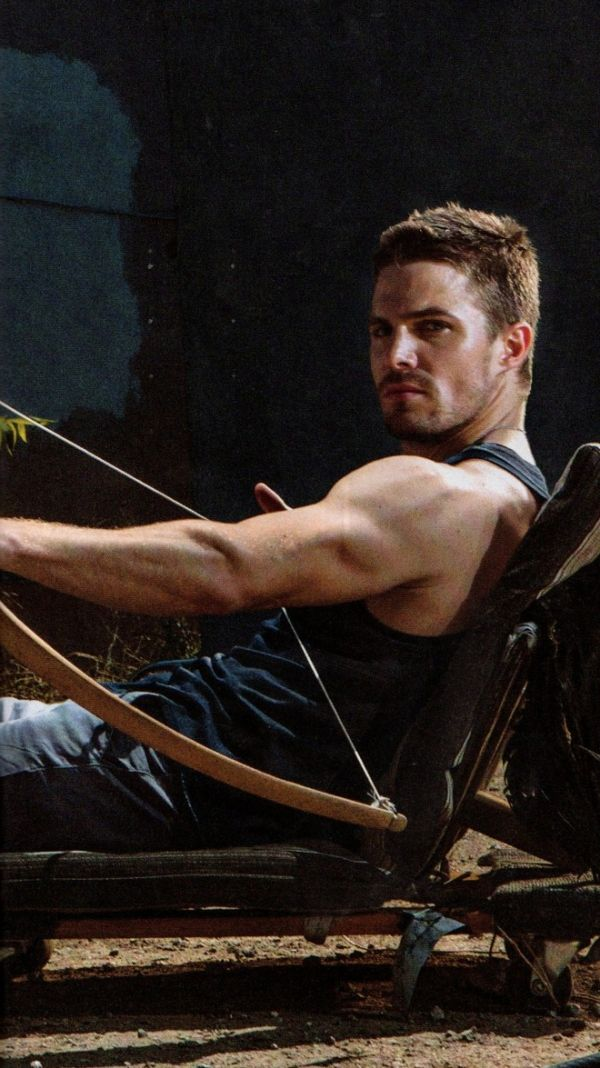 Stephen Amell knows that triceps are just as important as biceps. Go shoot some arrows. #Toronto #arms #wow