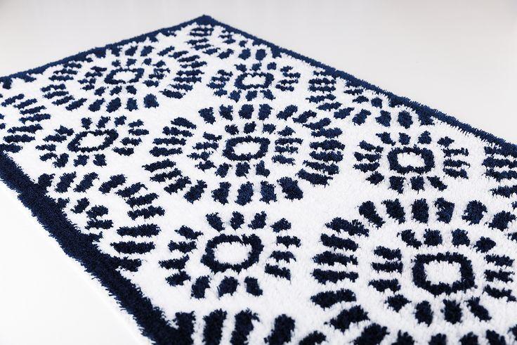 Indigo bath rug. Cotton and polyester.