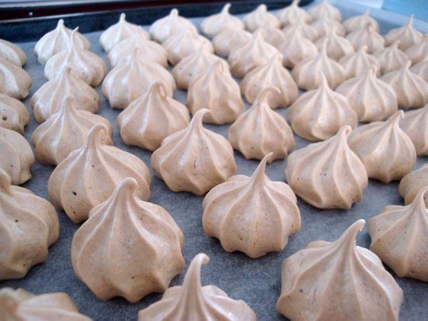 Marengs-kys er så nemme at lave, og kan bruges til alle mulige desserter. Hjemme hos os bliver de oftest spist helt alene. Og de passer godt sammen med en kopte. Jeg er vild med lakridsudgaven, me…
