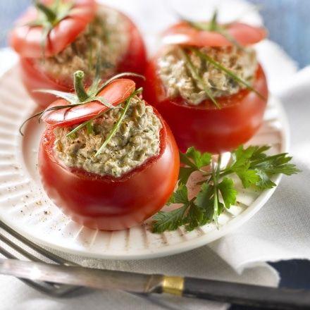 Tomates crues farcies aux rillettes de sardines au Philadelphia® nature  et aux herbes
