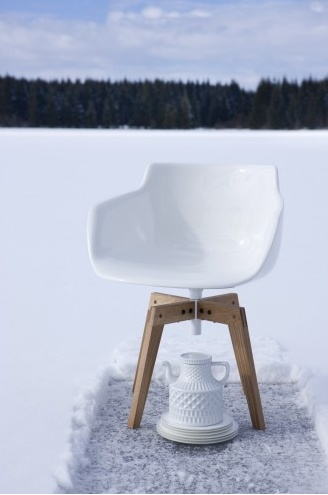 chaise blanche sur fond blanc deck o pinterest. Black Bedroom Furniture Sets. Home Design Ideas