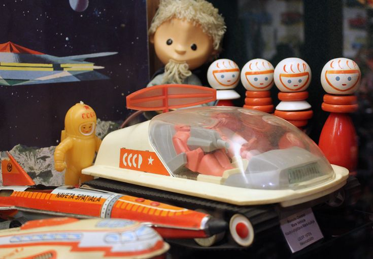 Good old fashion space toys in Suomenlinna Toy Museum.