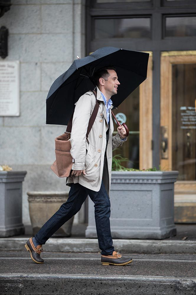 burberry-trench-blue-button-down-shirt-vest-jeans-sharp-casual-outfit-idea-for-men-ll-bean-rain-shoes-mocs-umbrella-spring-5.jpg (664×996) Brian Sacawa at Hespokestyle