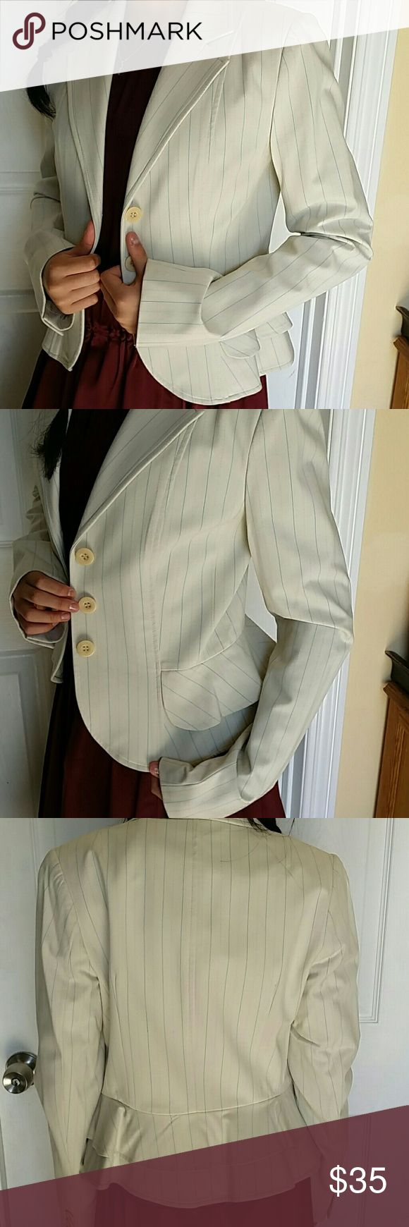 """Laundry Shelli segal blazer striped O Excellent condition  Never been worn Size O Long sleeves is 24.5"""", shoulder to hem is 21"""" Ruffle bottom  Business meeting style   *offer welcome  *Smoke-free home Laundry By Shelli Segal Jackets & Coats Blazers"""