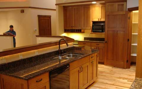 Oak kitchen cabinets and countertop combinations granite for Kitchen countertops and cabinet combinations