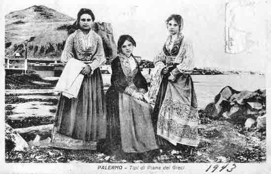 Donne siciliane  Piana dei Greci