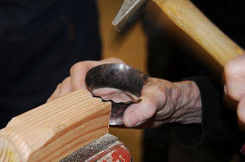 Betty Helen Longhi - Forming Ruffles - sagomatura di un bracciale con la tecnica dello shell forming