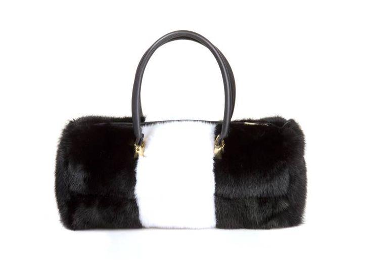 Borsa bauletto  visone bianco e nero  manici in pelle chiusura con zip tasca interna con zip porta cellulare  Mod baulett0 dimesioni cm.30x12x12
