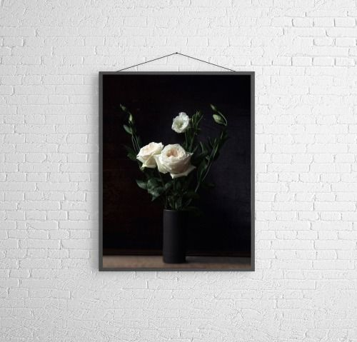 roses on a dark background are always so chique!