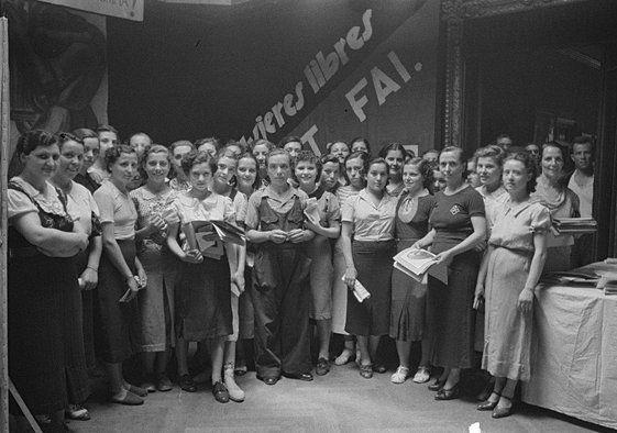 Editoras y trabajadoras de la revista Mujeres libres.