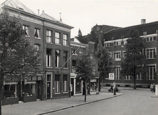 Haarlem 1952 Gedempte Oude Gracht hoek Raaks postkantoor