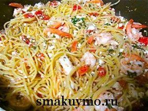 Спагетти с креветками и сыром фета